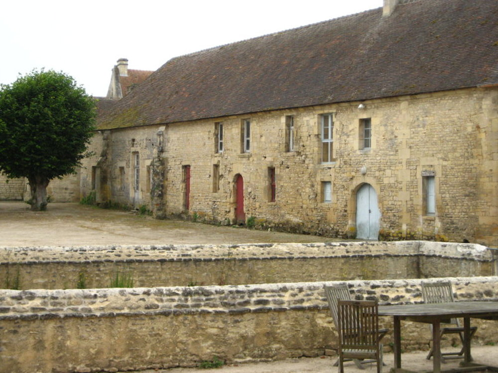 Abbey d' Ardenne courtyard