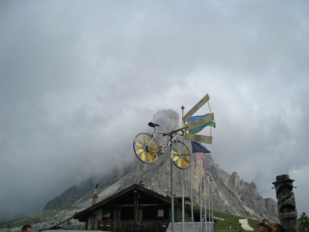 Passo di Giau (4) – bike weather vane